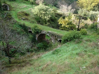 Stone Bridge with three arches - Menalon Trail